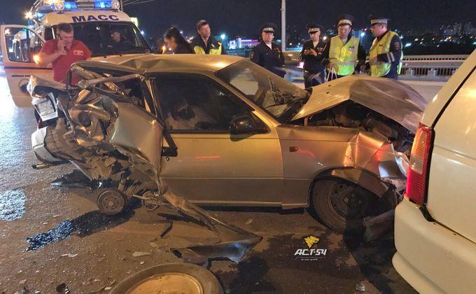 Мужчину раздавило насмерть между автомобилями в Новосибирске