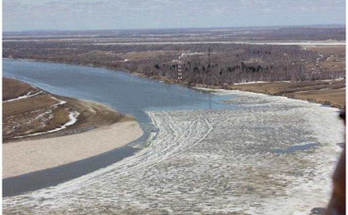 Многокилометровая полынья на Оби угрожает Новосибирску