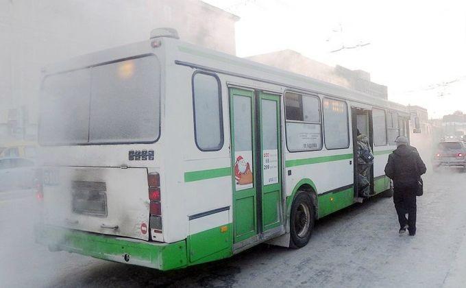ВНовосибирске автобус протащил коляску с сыном вдверях