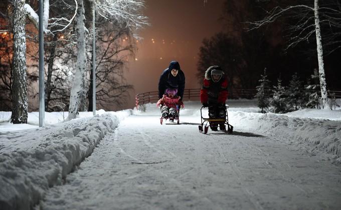 Москвичам обещают ветреную и теплую новогоднюю ночь