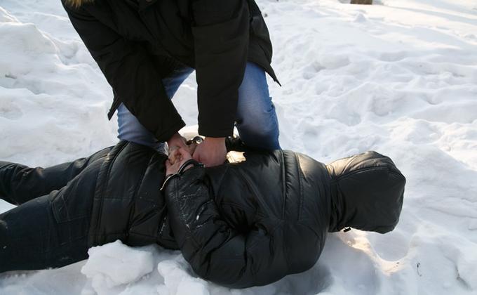 Прохожих грабили на улице Вахтангова под Новый год