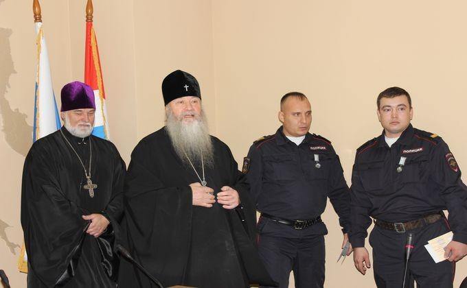 Росгвардейцы получили медали запоимку напавшего на монумент НиколаюII