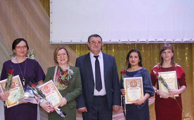 «Учителем года-2019» Усть-Таркского района стала филолог из Угуя