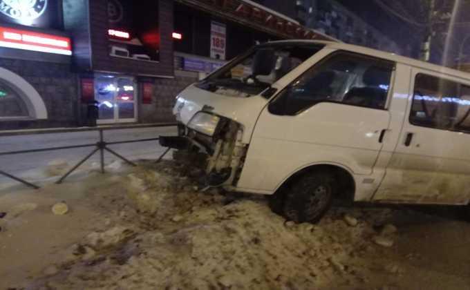 Страйк по-новосибирски: микроавтобус на встречке  снес 8 авто