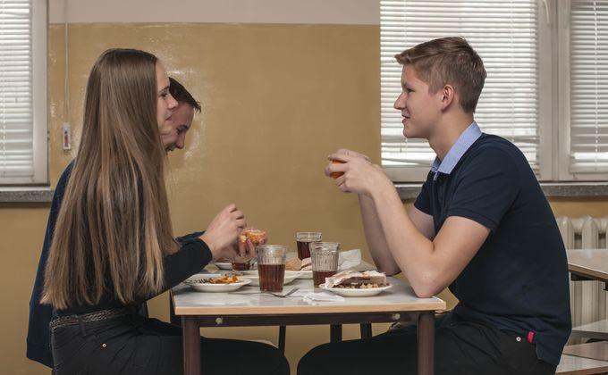 Школьникам запретят приносить с собой еду
