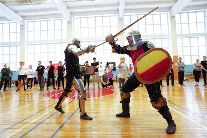 Рубили мечами друг друга студенты НГУ из-за дам