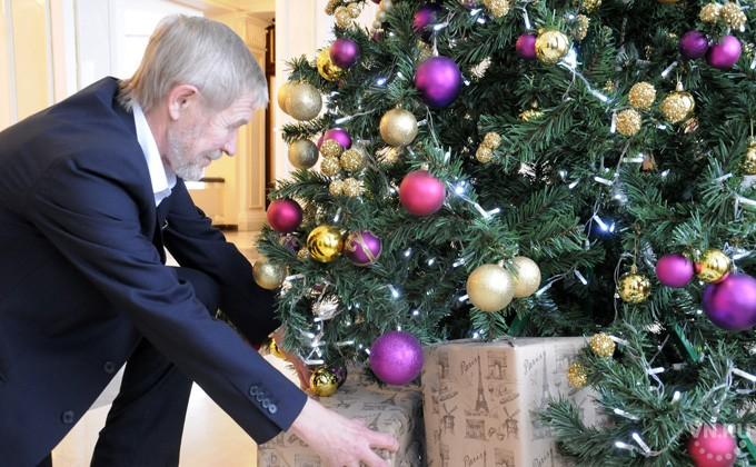 Томичи будут дарить наНовый год конфеты, парфюмерию итовары для дома