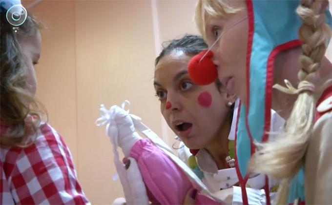 Больничные клоуны из Италии приехали смешить детей в Новосибирск