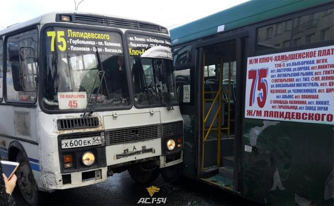 Битву за пассажира устроили автобусы одного маршрута
