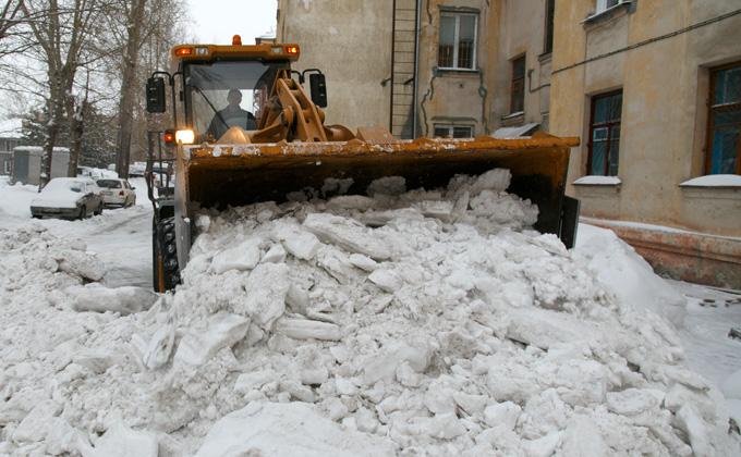 В каких дворах Новосибирска хуже всего чистят снег