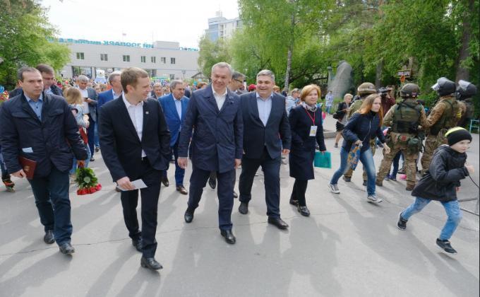 С днем защиты детей поздравил новосибирцев губернатор Андрей Травников