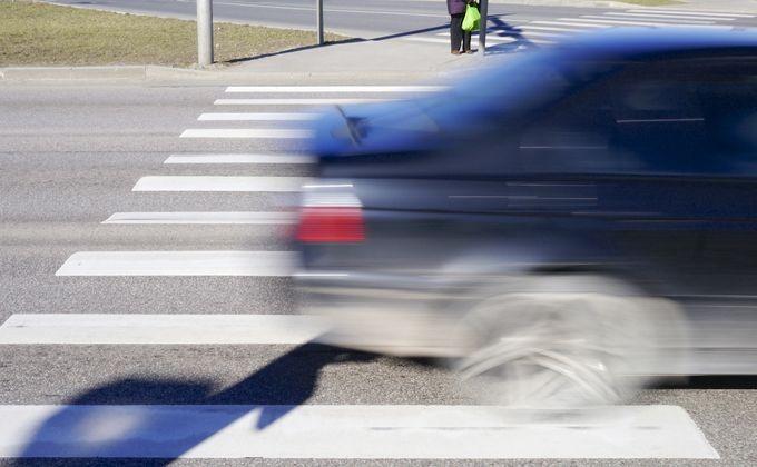 Женщину сбили на пешеходном переходе