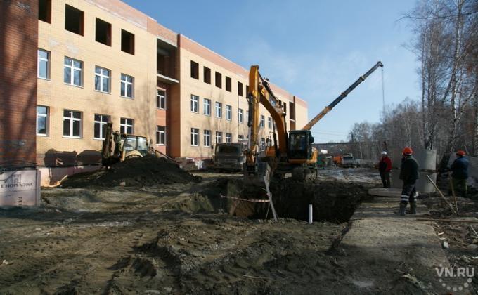 Школу в Горном достраивают к 1 сентября 2017: http://vn.ru/news-shkolu-v-gornom-dostraivayut-k-1-sentyabrya-2017/