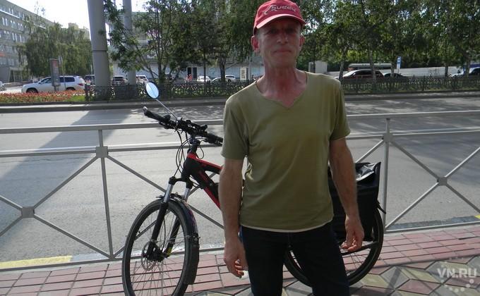 Немец на электровелосипеде застрял в Новосибирске из-за паспорта