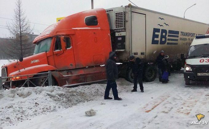 Дальнобойщик вискитимском Евсино столкнулся спассажирской маршруткой