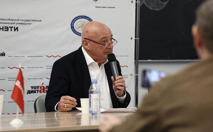 Тотальный диктант-2019 начали писать в Новосибирске