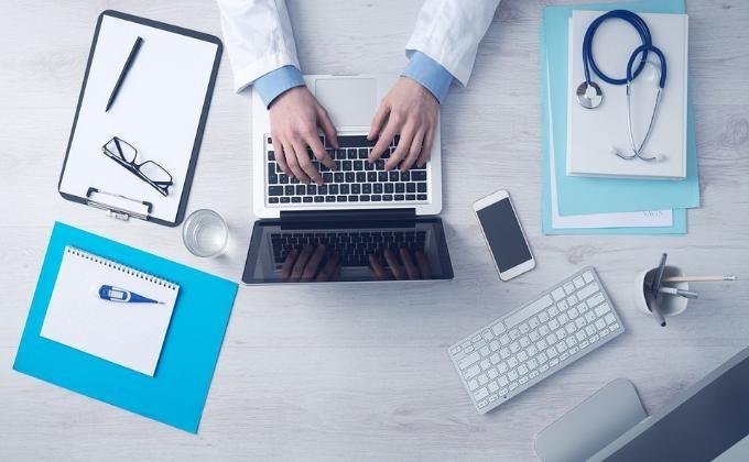 Терапевт заденьги открывал липовые больничные листы вНовосибирске