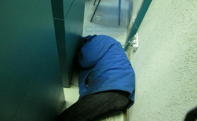 ВНовосибирске мужчина оказался «пленником банкоматов»