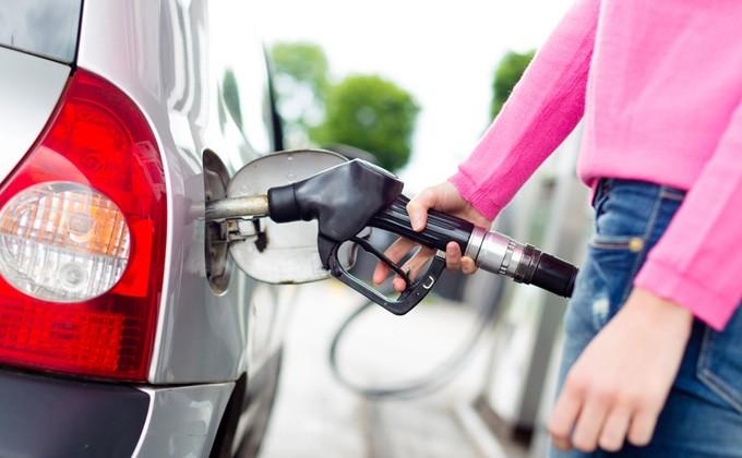 Сеть АЗС вОмске резко подняла цены набензин