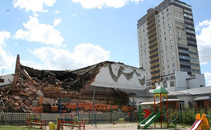 «Металлист»: ВНовосибирске начали сносить один изстарейших кинотеатров