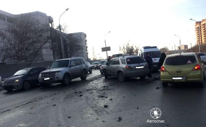 Массовое ДТП вНовосибирске собрало семь авто
