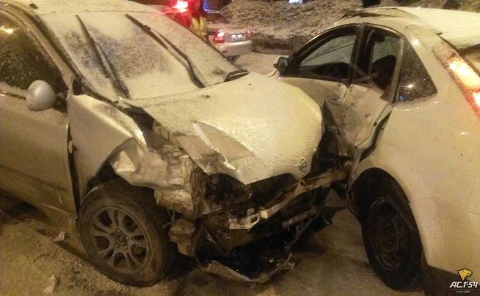 Вцентре Новосибирска всерьезной трагедии пострадали два водителя