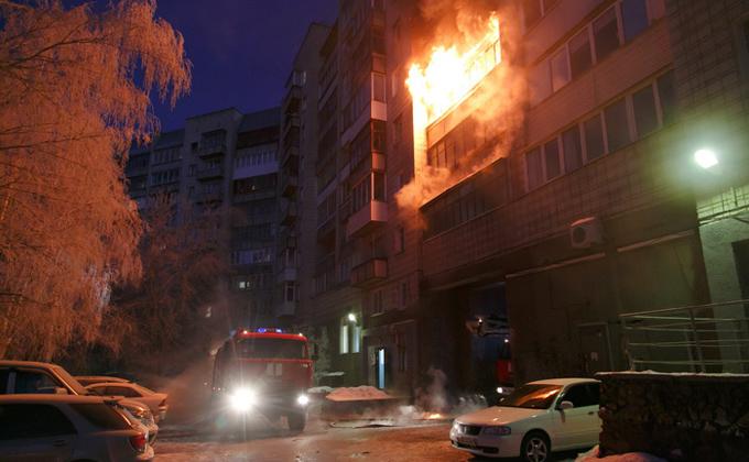 Впожаре наулице Титова эвакуировали граждан